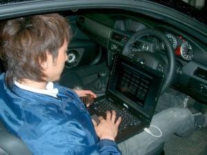 最後はSIEG(ジーク)という音響測定装置を使って、調整をします。  実はインストーラーパソコン難民につき、操作を覚えるのに大苦戦!! 未だに使途不明のボタンがいっぱいあります。(笑)