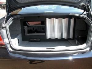 コチラがウーファーBOX兼アンプボードをインストールしたトランクルームです。
